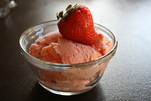 strawberry-cheesecake-ice-cream-recipe-picture