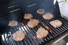 grilling-burgers-2