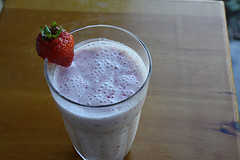 Simple Strawberry Smoothie Recipe picture 3