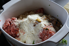 Mozzarella Stuffed Meatball Recipe picture 31