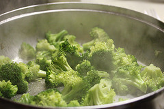 cooking brocoli