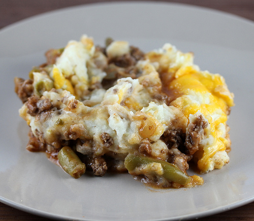 Simple Hamburger Pie Recipe with Garlic Mashed Potatoes