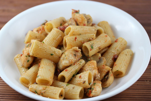 Garlic Chicken with Rigatoni recipe